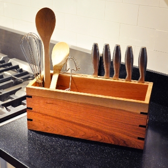 Struggling for unique handmade gift ideas, this kitchen utensil rack fits the bill.